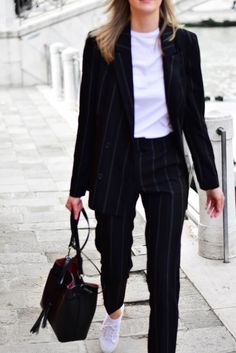 How to wear a suit in 2018 Katiquette Tomboy Fashion Katiquette Suit wear Casual Work Outfits, Blazer Outfits, Business Casual Outfits, Professional Outfits, Office Outfits, Office Attire, Dress Casual, Tomboy Formal Outfits, Stylish Outfits