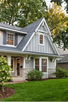 14 How To Pick The Exterior Paint Colors Match Best With The Roof 1 What is the right exterior colors for your roof color? If you are planning to paint the house. Let's see our idea for the right exterior color for your roof Exterior Paint Colors, Exterior House Colors, Paint Colors For Home, Paint Colours, Facade Design, Exterior Design, Style At Home, Building Design, Building A House