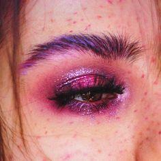 aesthetic makeup glam Makeup Box How To Make Glam Makeup, Makeup Box, Cute Makeup, Eyeshadow Makeup, Gray Eyeshadow, Maybelline Eyeshadow, Makeup Stuff, Glitter Eyeshadow, Eyeshadow Palette