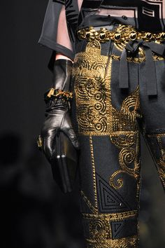 View all the detailed photos of the Jean Paul Gaultier haute couture fall 2015 showing at Paris fashion week. Couture Mode, Style Couture, Couture Fashion, Runway Fashion, Jean Paul Gaultier, Fashion Week, High Fashion, Fashion Outfits, Fashion Tips