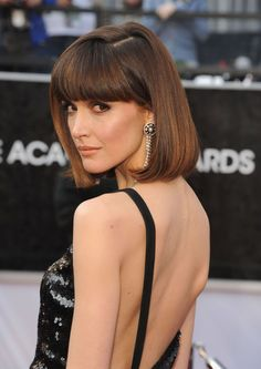 Rose Byrne: This English rose keeps it interesting with cropped bangs and rounde. Rose Byrne: This Bob Haircut With Bangs, Bob Hairstyles With Bangs, Hairstyles Haircuts, Straight Hairstyles, Bob Haircuts, Oscar Hairstyles, Braided Hairstyles, Rose Byrne Hair, Red Bob Hair
