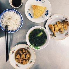 Most basic of Vietnamese lunches most basic composition.  #food #Saigon #vietnam #vietnamesefood #com by ytspar