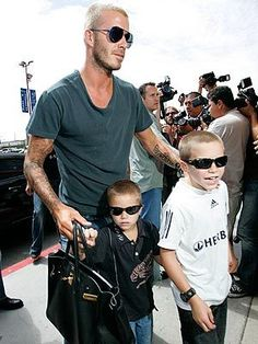 David Beckham with his Hermes Birkin & son's Hermes Men, Hermes Bags, Hermes Birkin, Hermes Handbags, Daily Fashion, Mens Fashion, Good Looking Men, How To Look Better, Outfits