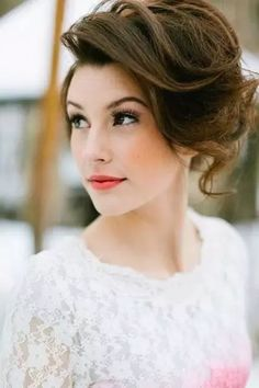 bridal hairstyle for bride with short hair and volume