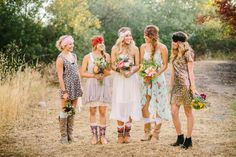 This might be my most favorite wedding party look ever. InvitesWeddings -InvitesWeddings.com