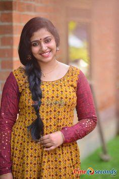 Anu Sithara Actress Photos Stills Gallery Beautiful Muslim Women, Beautiful Girl Indian, Most Beautiful Indian Actress, Beautiful Actresses, Indian Natural Beauty, Indian Beauty Saree, Indian Sarees, Beauty Full Girl, Beauty Women