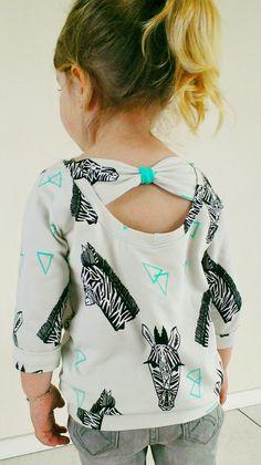 De opmerking van Eva , heeft me toch wat aan het denken gezet. Die jurkjes zijn allemaal wel heel schattig. Maar een trui met een broek is ...
