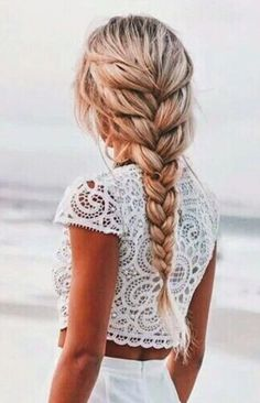 Simple braided hairstyles for spring 2017 - Hair - Hair Cool Hairstyles For Girls, Pretty Hairstyles, Girl Hairstyles, Wedding Hairstyles, Fashion Hairstyles, Loose Braid Hairstyles, Loose Braids, Bohemian Hairstyles, 2 Braids