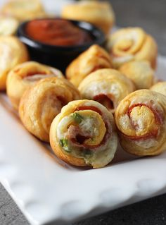 Pizza Poppers (makes 24 mini poppers) Ingredients: 1 package refrigerated crescent rolls , 1 cup mozzarella cheese , 48 slices pepperoni , ½ cup finely diced green pepper , ½ cup pizza sauce for dipping