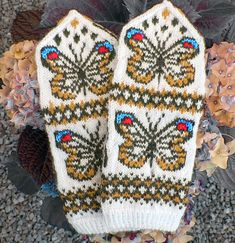 Ravelry: Spring Butterflies pattern by Natalia Moreva Fingerless Mittens, Knit Mittens, Knitted Gloves, Knitting Socks, Loom Knitting, Free Knitting, Wrist Warmers, Hand Warmers, Knitting Projects