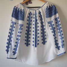 Ie Daniela, fir albastru - Chic Roumaine Cross Stitch Embroidery, Cross Stitch Patterns, Palestinian Embroidery, Kimono Top, Traditional, Costumes, Chic, Blouse, Lace