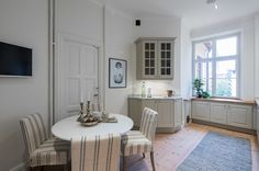 #homestyling #styling #kitchen #kök Homestyling av stor våning med orginaldetaljer | Move2