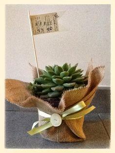 E come promesso... un altro post per mostrarvi quello che ho realizzato per la Cresima di mio figlio Manuel.. Bomboniere con piantina gr... Flower Bag, Burlap Flowers, Balloon Decorations, Xmas, Christmas, Confetti, Christening, Marie, Wedding Flowers