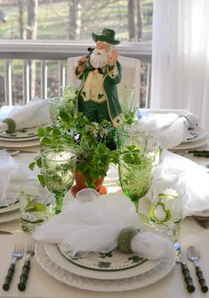 Very pretty. The goblet is beautiful and the little shamrock salad plate is so cute. The napkin ring is really nice too. Looks like the flatware is the bamboo pattern, but in green. Patrick's Day Table Setting with shamrock centerpiece St Paddys Day, St Patricks Day, Saint Patricks, St Pattys, Cloth Napkin Folding, Cloth Napkins, Irish Cottage, Centerpieces, Table Decorations