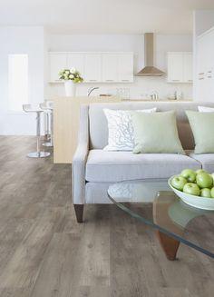 Pvc vloer houtlook | Bestel 6 GRATIS vloerstalen op onze website handyfloor.nl | Pvc vloer |  Lugano forest XL. Verkrijgbaar in Loose-lay en zelfklevende pvc vloer variant. | Deze vloer is uitermate geschikt voor zowel de slaapkamer, keuken of woonkamer  #pvc #vloer #hout #beige #bruin #houtlook #eiken
