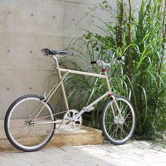 ®︎ [Engineered Bike Service] FLOAT 451S 街中最速×シングルスピードミニベロ。 メチャクチャ軽く走れるヤツができたよ。 + ——————————blog up!!——————————— @velostandkyoto… Bike Style, Play Dress, Playing Dress Up, Bicycles, City, Vehicles, Wheels, Cities, Car