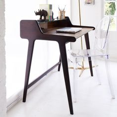 small modern writing desk - Small Modern Writing Desk - Diy Corner Desk Ideas, grey posite floor for modern home office with small writing desk Home Office, Office Desk, Small Writing Desk, Writing Table, Writing Area, Bureau Design, Green Desk, Canapé Design, Design Ideas
