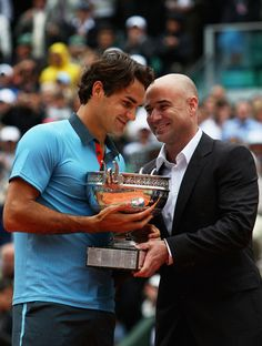 Roger Federer and Andre Agassi Photos Photos: 2009 French Open - Day Fifteen - Roger Federer and Andre Agassi Photos Photos: 2009 French Open – Day Fifteen Agassi and Federer French Open 2009 American Tennis Players, Tennis Players Female, Federer Nadal, Monica Seles, Golf Sport, Tennis Rules, Tennis Serve, Sports Personality, French Open