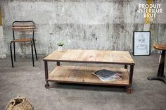 Table basse vintage en bois et en métal. Cette table de salon est robuste et s'inscrit dans un style industriel qui donnera à votre alon un cachet vintage.