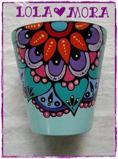 Maceta Pintada Para Cactus N°8                                                                                                                                                     Más Painted Plant Pots, Painted Flower Pots, Flower Pot Crafts, Clay Pot Crafts, Pottery Painting Designs, Flower Curtain, Posca, Mexican Art, Terracotta Pots