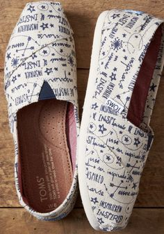 These exclusive TOMS Classics will be a great way to stay inspired throughout the new year for all your resolutions. Shoe Trend, Going Barefoot, Special Occasion Outfits, Shoes 2017, Fashion Inspiration, Fashion Trends, Gorgeous Women, Wedding Flowers, Toms