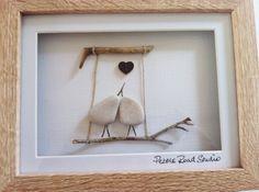 Arte de piedra Agapornis, compromiso presente, presente, aniversario de boda presente  Un regalo único con piedras y madera de la costa norte de
