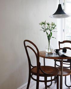 my scandinavian home: A Swedish Interior Stylist and Photographer's Haven Modern Scandinavian Interior, Swedish Interiors, Scandi Home, Nordic Home, Ikea Cupboards, Timber Table, Piece A Vivre, Interior Decorating, Interior Design