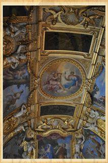 Salle 23 Art Romain Летние апартаменты Анны Австрийской Все комнаты, кроме большого салона были роскошно оформлены Джованни Франческо Романелли, и отделаны лепными украшениями Мишеля Ангье. Деревянные панели, сейчас украшающие потолки апартаментов, ранее располагались и на стенах. В 1799 году апартаменты превратили в галерею и разместили здесь коллекцию античностей. Большинство демонстрируемых предметов искусства были вывезены из Италии революционной армией.