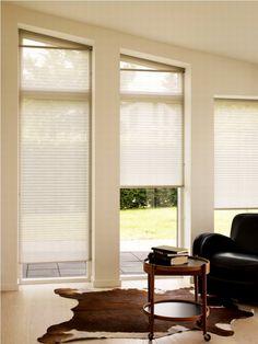 blinds - bright rooms - leather furnitures - plisy - jasne żaluzje plisowane - skórzane aranżacje - plisy podobne do tych http://sklepzoslonami.pl/systemy-oslonowe/plisy.html
