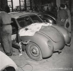 Volkswagen Show Photos,VW Photographs, George Barris visit to Dannenhauer & Stauss 1951 Show Photos, Old Photos, Vw Vintage, Volkswagen Beetles, Vw Cars, Garages, Car Accessories, Concept Cars, Type 1