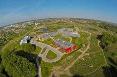 Olsztyński Park Naukowo - Technologiczny w pełni umeblowane stanowisko do pracy biurowej, dostęp do Internetu, dostęp do pomieszczenia socjalnego.