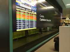 London City Airport is Digital Signage heaven (This is the Bloomberg Media Hub)