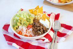 Een tijdje geleden plaatsen wij een recept voor een burrito bowl die bij ons heel goed in de smaak viel. Door dit recept kwamen we op het idee om een taco bowl te maken. Dus alle ingredienten die je v