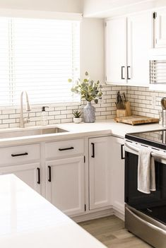 30 White Kitchen Cabinets To Brighten Up Your Cooking Space These stylish kitchens, including whatever from white kitchen cabinets to slick white tiles, are determined to give support to as inspiration for your own kitchen design. White Kitchen Backsplash, White Kitchen Cabinets, Kitchen Redo, Kitchen Tiles, Home Decor Kitchen, Kitchen Furniture, Home Kitchens, Kitchen White, Subway Tile White Kitchen