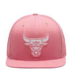 98a1ff4e955 MITCHELL AND NESS MENS CHICAGO BULLS SNAPBACK HAT Pink Bull Logo
