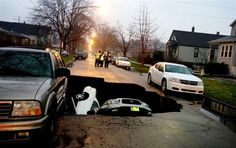 Giant sinkhole swallows three cars on Chicago's South Side (Photo: Phaedra Singelis / Courtesy of Nancy Loo / WGN)