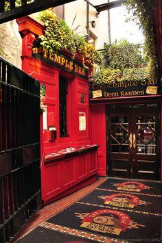 Temple Bar in La Fheile Padraig, Ireland.