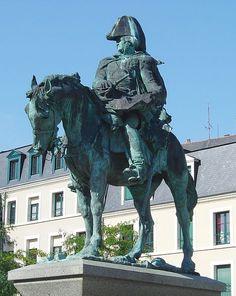 Statue du général Jean Ambroise Baston de Lariboisière - Fougéres (France)