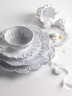The store's most popular Vietri pattern. Mix and match with this Vietri classic. VIETRI New Incanto Dinnerware White Dinnerware, Classic Dinnerware, Vintage Dinnerware, Dinnerware Sets, White Dishes, White Plates, Shades Of White, Decoration Table, Decorating Kitchen
