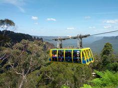 靠近卡通巴(Katoomba)的三姐妹峰,包含觀光空中步道(Scenic Skyway)和觀光鐵路(Scenic Railway)。 觀光空中步道有世界級的玻璃地板,可以通往河谷另一邊的觀景台,完成這趟旅程。