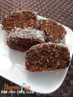 ThermoFun - Raw Chocolate Date Slice Recipe Thermomix Recipes Healthy, Thermomix Desserts, Raw Food Recipes, Sweet Recipes, Snack Recipes, Cooking Recipes, Snacks, Healthy Slice, Healthy Treats