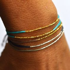 Tendance Joaillerie 2017 Tiny Gold and Turquoise silk bracelet Friendship Bracelets With Beads, Wish Bracelets, Diamond Bracelets, Jewelry Bracelets, Bracelet Or, Dainty Bracelets, Women's Jewelry, Luxury Jewelry, Jewelry Trends