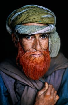 Steve Curry, Peoples on the Edge.  Srinagar, Kashmir, 1995