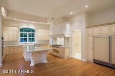 Bright & Airy Kitchen in Biltmore Estates