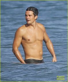 Orlando Bloom Looks Ripped While Shirtless on Malibu Beach: Photo #3476934. Orlando Bloom can't stop smiling while soaking up the sun shirtless on a beach with friends on Saturday afternoon (October 3) in Malibu, Calif.    The 38-year-old…
