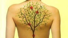 Хроническая боль в спине сильно снижает качество нашей жизни. Чувство беспомощности и потеря подвижности могут приводить к постоянной печали и депрессии.