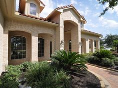 Home Houston Themed Decoration With Cream Brick Exterior Wall Design