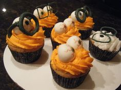 Halloween cupcakes for Sarah's internship at the eye doctor's  :)  (Oct/13)