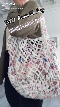 Reuse Plastic Bags, Plastic Bag Crafts, Plastic Bag Crochet, Plastic Shopping Bags, Plastic Grocery Bags, Modern Crochet, Cute Crochet, Knit Crochet, Diy Reusable Bags