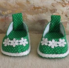 American Girl Doll Clothes Kelly Green with White Dots and Embroidered Daisy Slip On Shoes